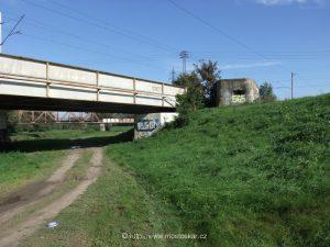 Okolí mostu