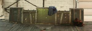 Přepážka na mostovce pro uložení pevných podkladnic na konci mostu (foceno ve výrobní hale - chybí chodníky po bocích přepážky)