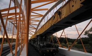 Zatěžovací zkouška mostu jeřábem GEK 80, pohled po km směr Břeclav